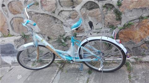 求后座带小孩座椅的自行车图片