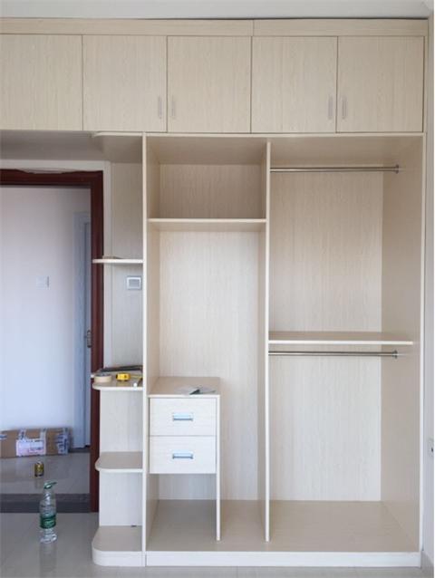 多层实木夹板定制衣柜一般多少钱一平方?