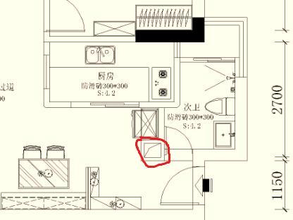 要么原始户型的厨房应该就是目前卫生间的位置?