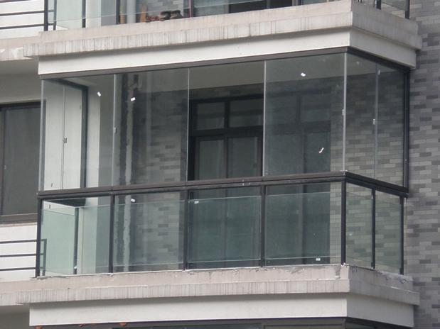 目前大多数阳台均采用悬臂结构(外挑式)