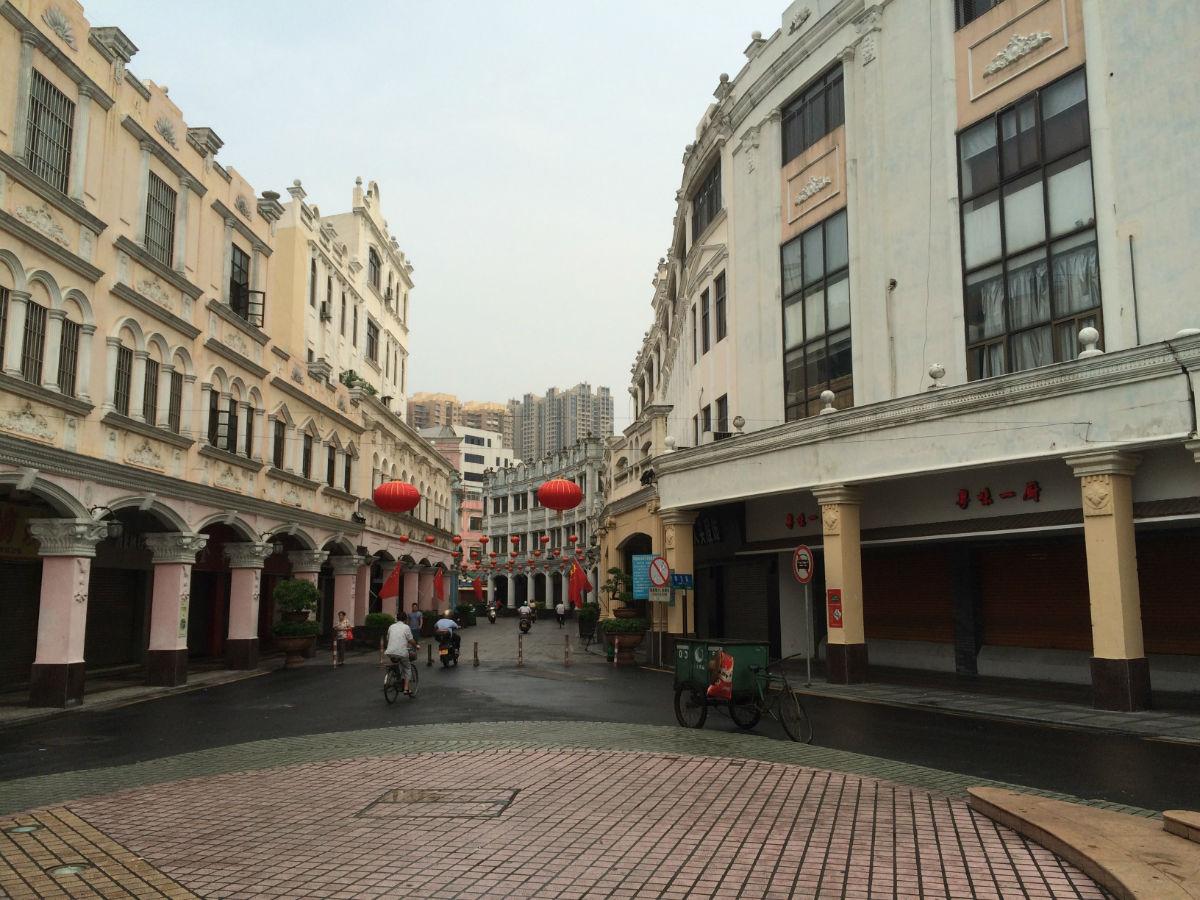 华盖路步行街是大良唯一一条商业步行街,是一条有岭南特色的商业步行