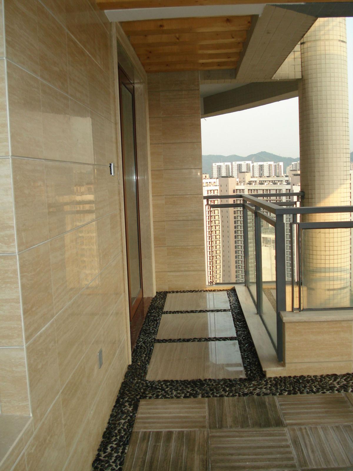 阳台一角(墙:简一大理石瓷砖+地:灰木纹