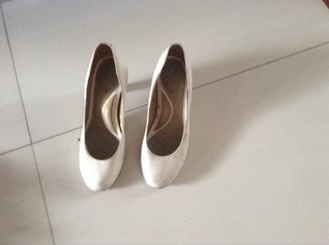 可爱的小脚美女看过来:第一篇35码 美鞋转让