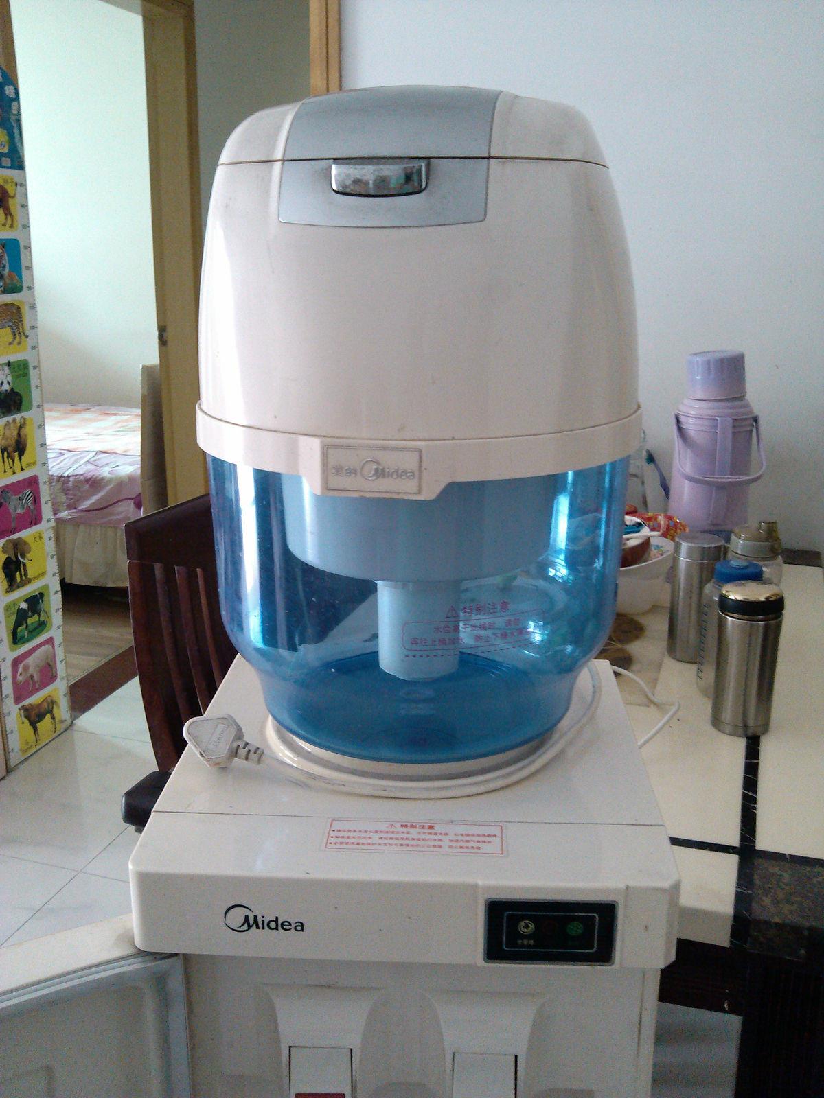 转美的饮水机和过滤桶