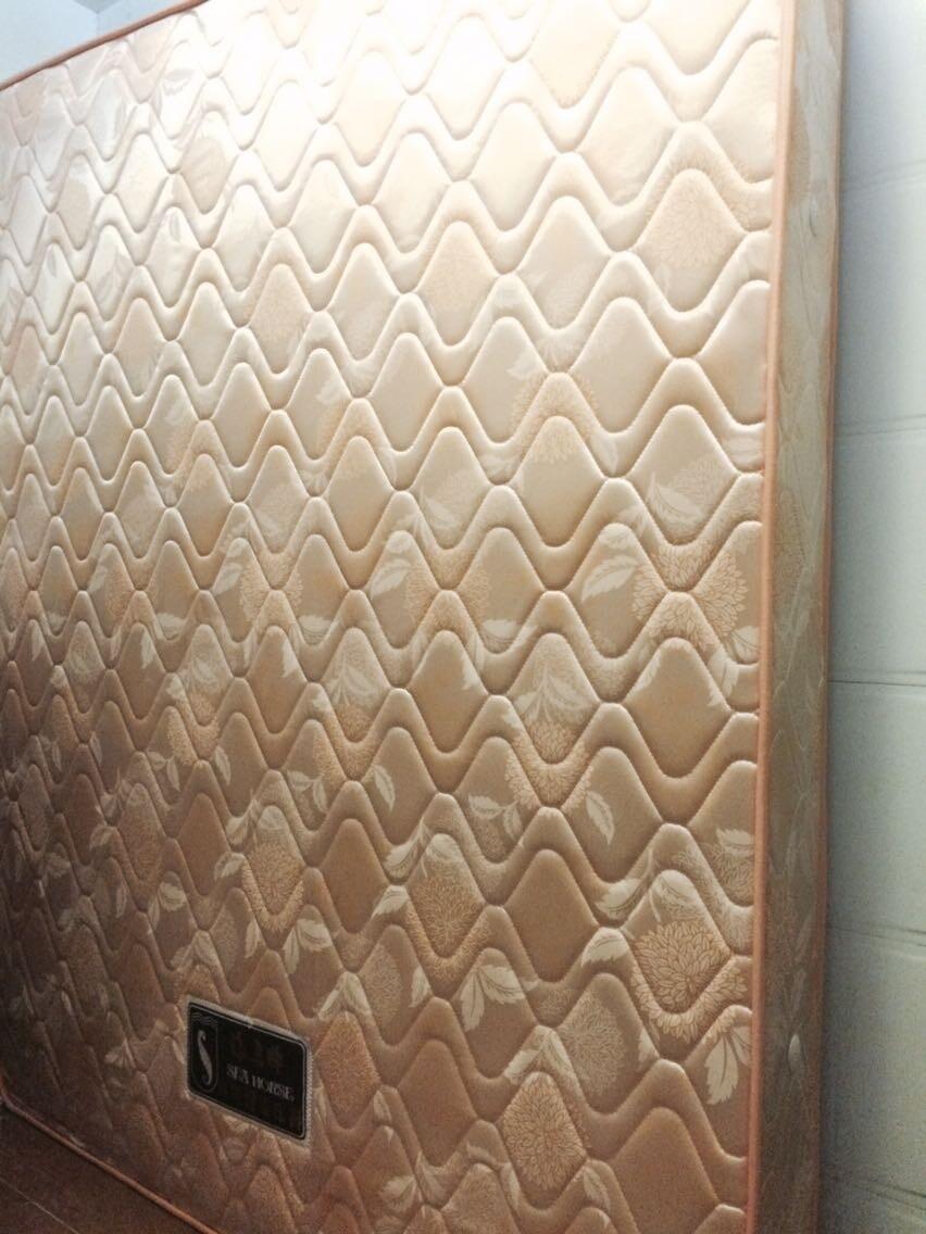 5米的铁床以及香港海马床垫