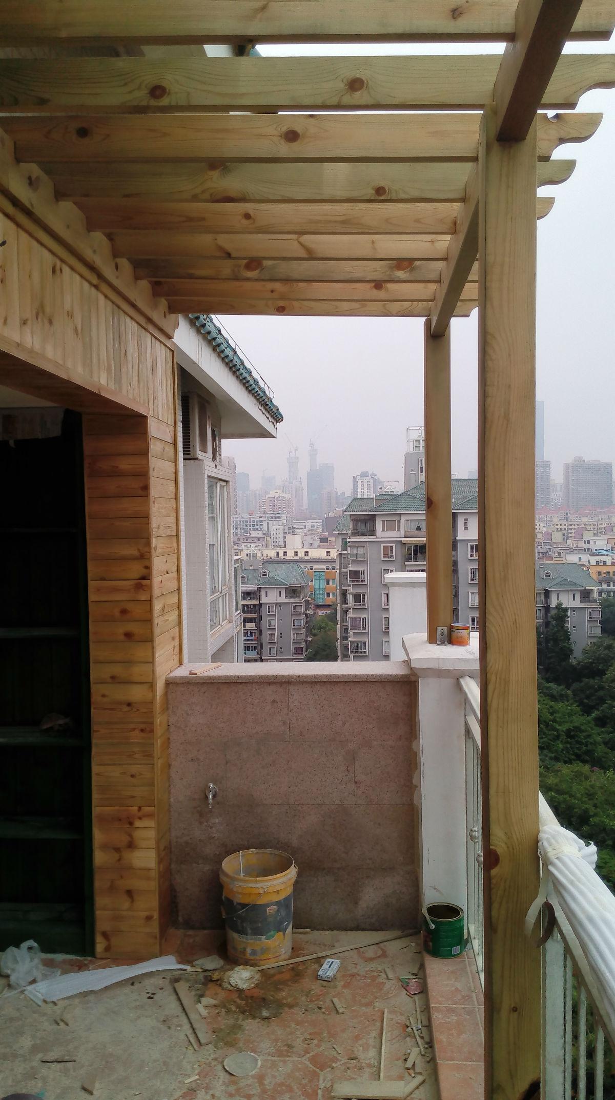 阳台的防腐木装饰!