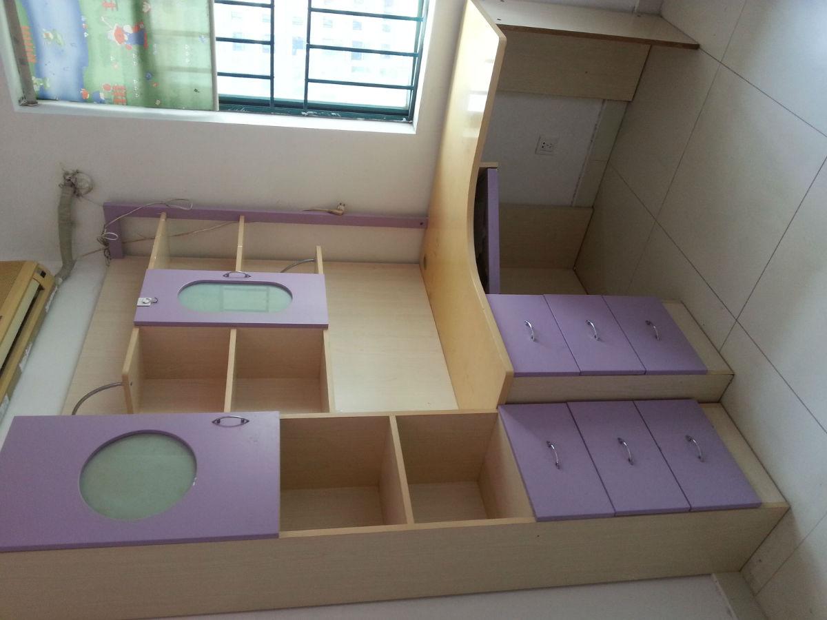 交易類型:轉讓 物品來源:個人 交易區域:南山區 華僑城片區 首地 轉讓價格:800 新舊程度:八成新 交易方式:只換米 取貨方式:不限 買家自提 聯系電話:18124199577    剛把房子賣掉,還有兒童房的東西需要處理。 上下床、兒童衣柜、兒童組合書桌,要的共800拿走。要自提。 單開買:床500元,衣柜和書桌各150元。
