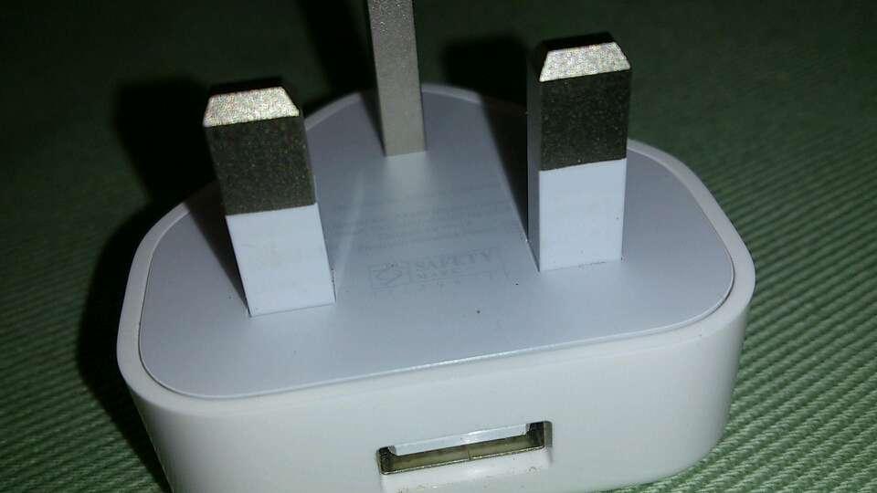 从外观分辨港版苹果手机充电器