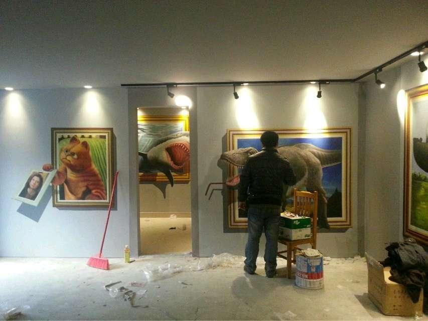 2月,深圳一家咖啡馆水泥墙面墙绘制作过程,胜似放电影图片