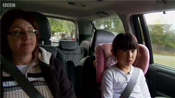 中国女性开车剧照