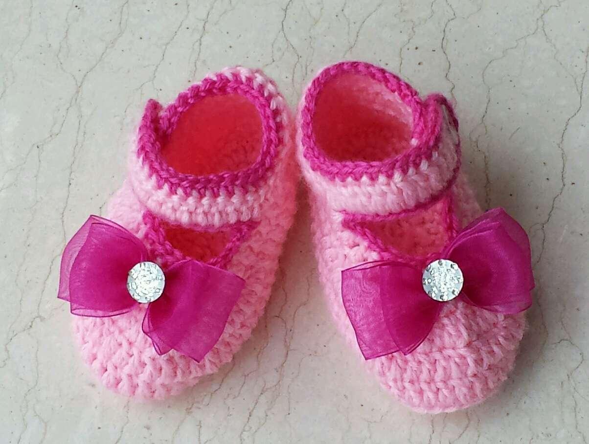 新钩的宝宝鞋子
