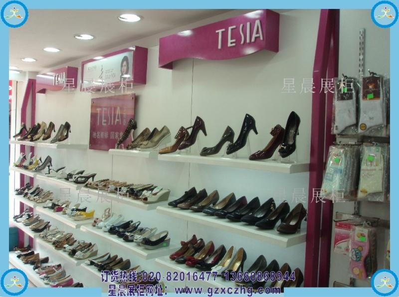 小型鞋店装修效果图