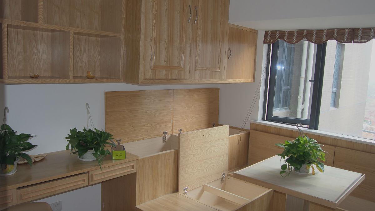 原裝修是四個房間木地板