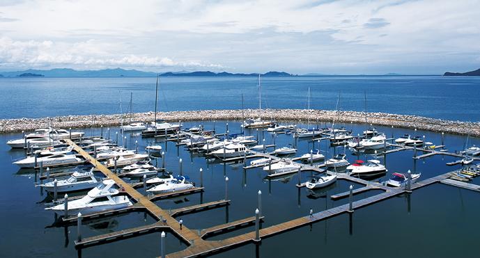 万科浪骑游艇会位于深圳南澳的大鹏半岛
