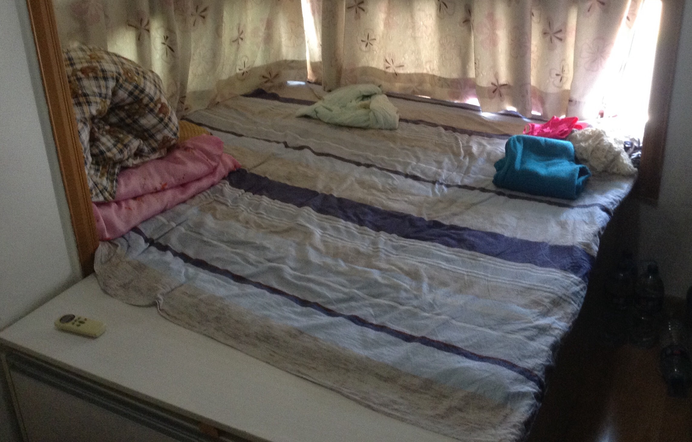 低价转 榻榻米床,带储物功能,飘窗凸窗变大床神器