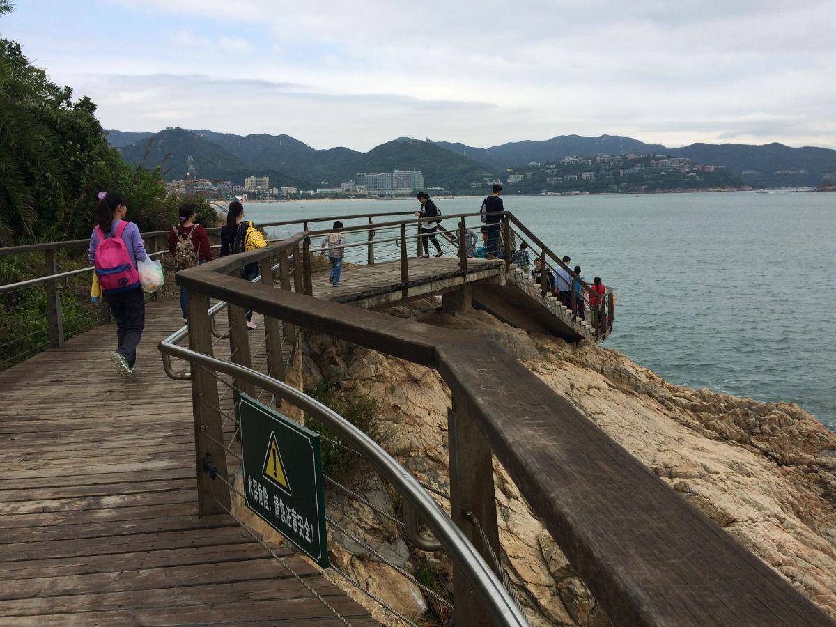 秋天的大海沙——海边栈道美景