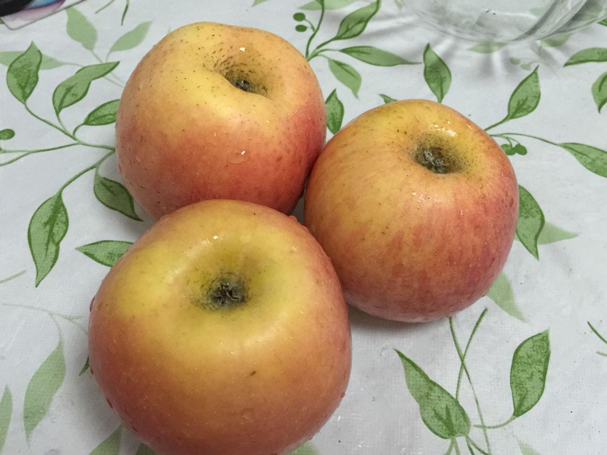 一箱苹果矢量图